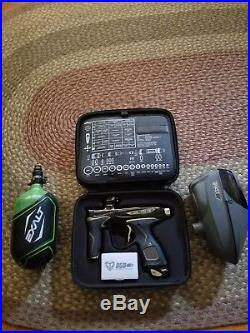 Dye M2 Paintball Gun with v2 def carbon fiber 68/4500 tank and dave Haines hoppr
